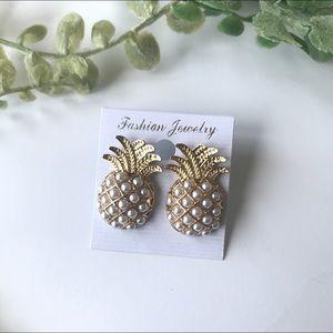 Jewelry - NWT pineapple pearl earrings alloy metal stud
